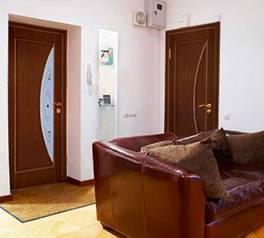 Пол и двери должны быть одного цвета или
